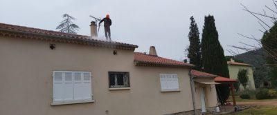 Couvreur Fréjus démoussage de toiture